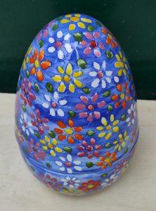 Uovo di  Pasqua in ceramica dipinto a mano