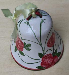 Campana in ceramica con rosa