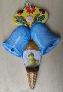 Campanelle pasquali e uovo con pulcino in ceramica artigianale