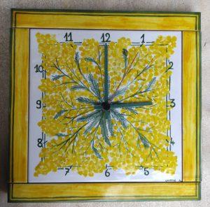 Orologio quadrato in ceramica con mimosa