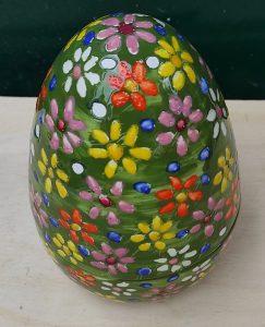 Uovo di Pasqua in ceramica apribile