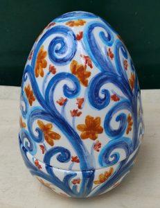 Uovo di Pasqua a scatola in ceramica artigianale