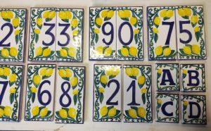 numeri civici in ceramica pronti per spedizione