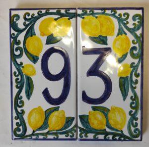 Numero per casa in ceramica dipinto con limoni