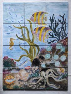 Piastrelle con fondale marino dipinto a mano